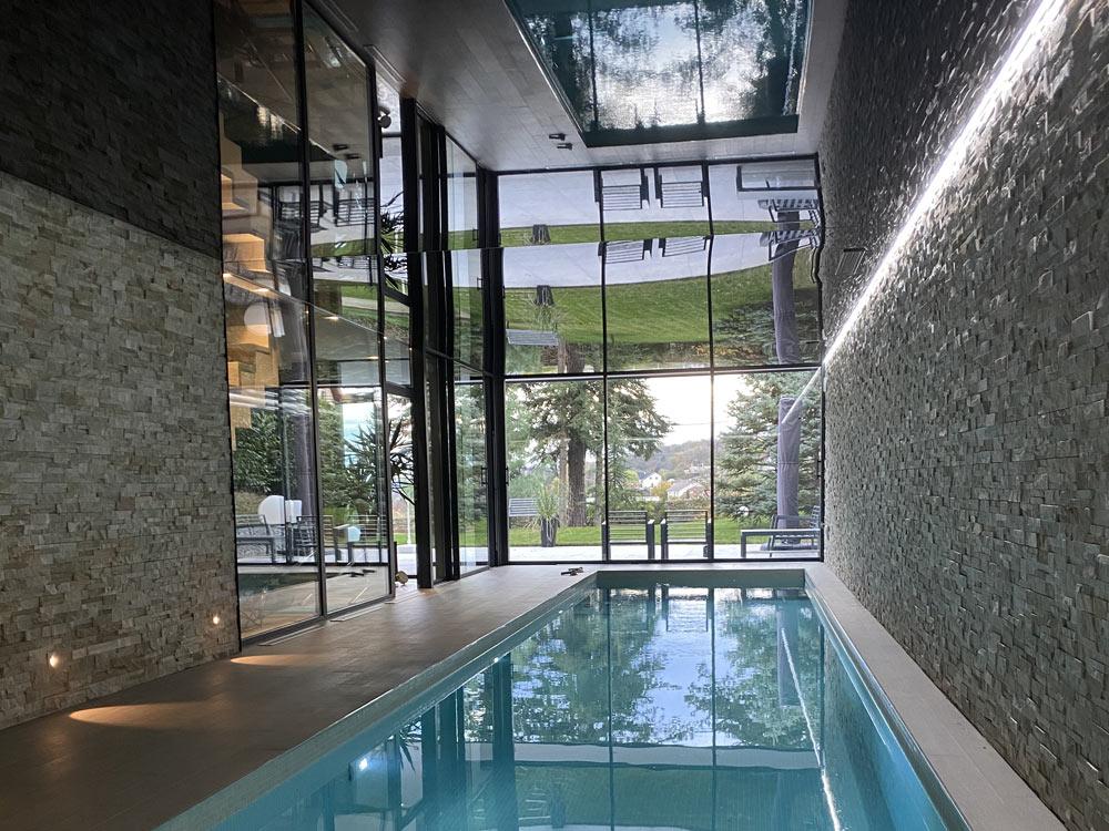 Laque réflective pour piscine intérieure